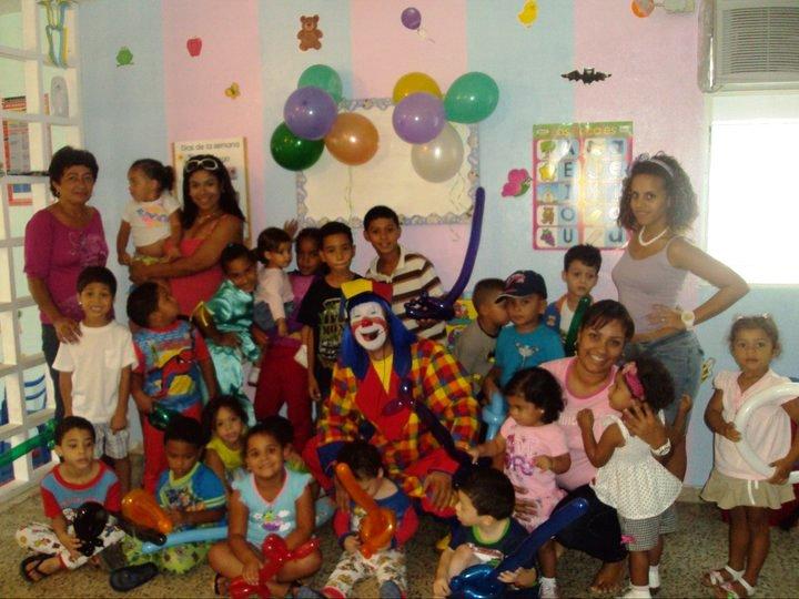Payaso Pikorete en un centro de cuido de niños