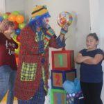 Payaso Pikorete Jugando con los niños Clermont Fl Muñequita Pompita Cumpleaños Lucas