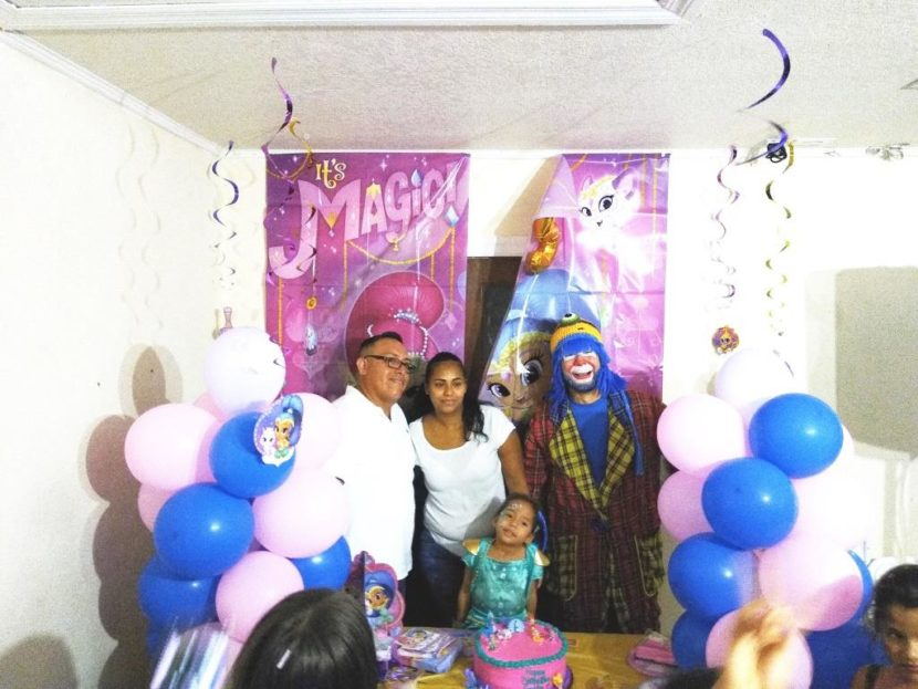 Payaso Pikorete Orlando Fl en Cumpleaños de Emily con Muñequita Pompita