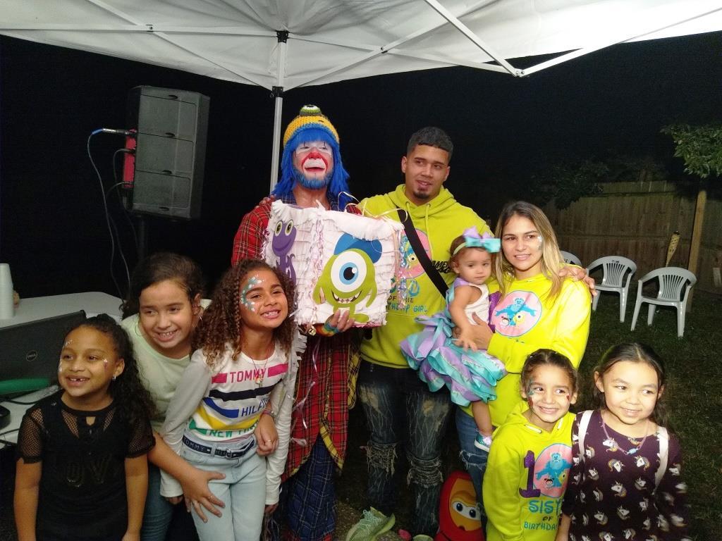 Payaso Pikorete Celebrando el primer añito de Julianiz en Deltona FL con Muñequita Pompita