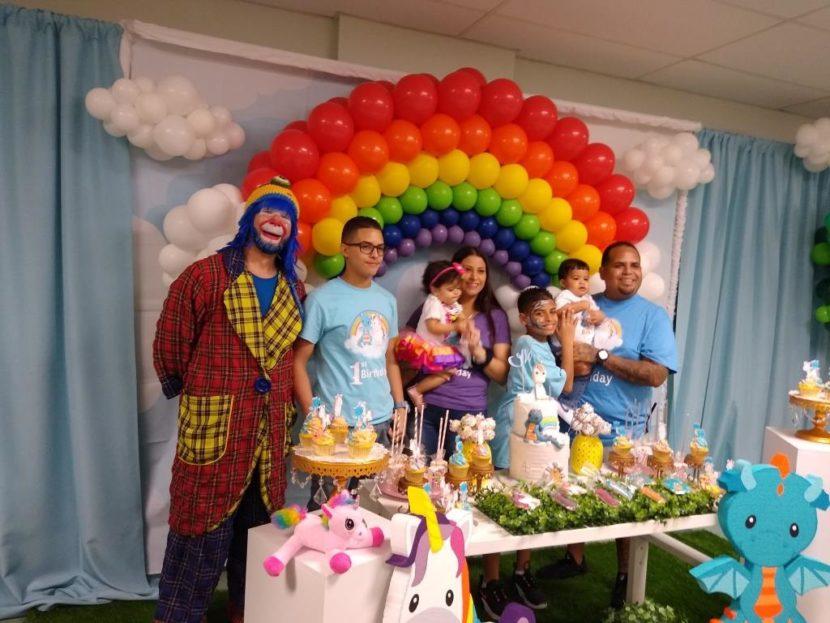 Payaso Pikorete en St. Cloud Fl Celebrando el Pimer Añito de los Gemelos Iker y Amaya con la Muñequita Pompita